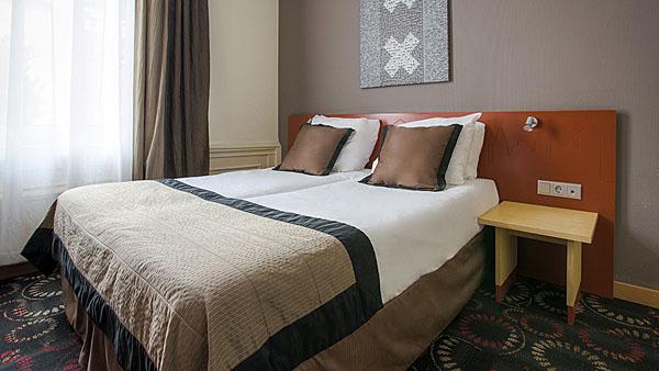 Lancaster Hotel - 03
